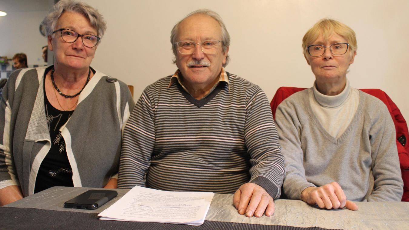 Jean-Paul Courchelle accompagné de Nicole Pages et Patricia Ricart.