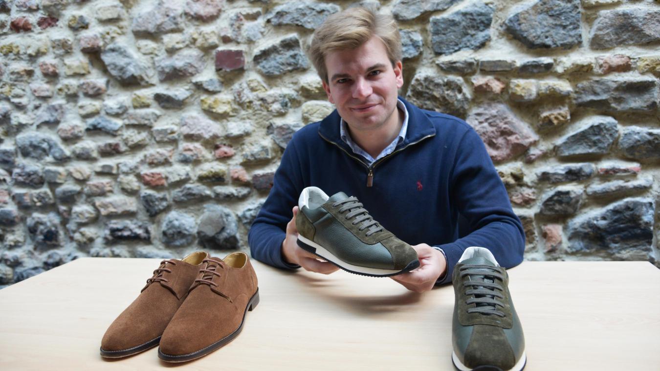 Arnaud Mulak a pour l'heure conçu deux paires de chaussures pour hommes : des derbies et des sneakers.