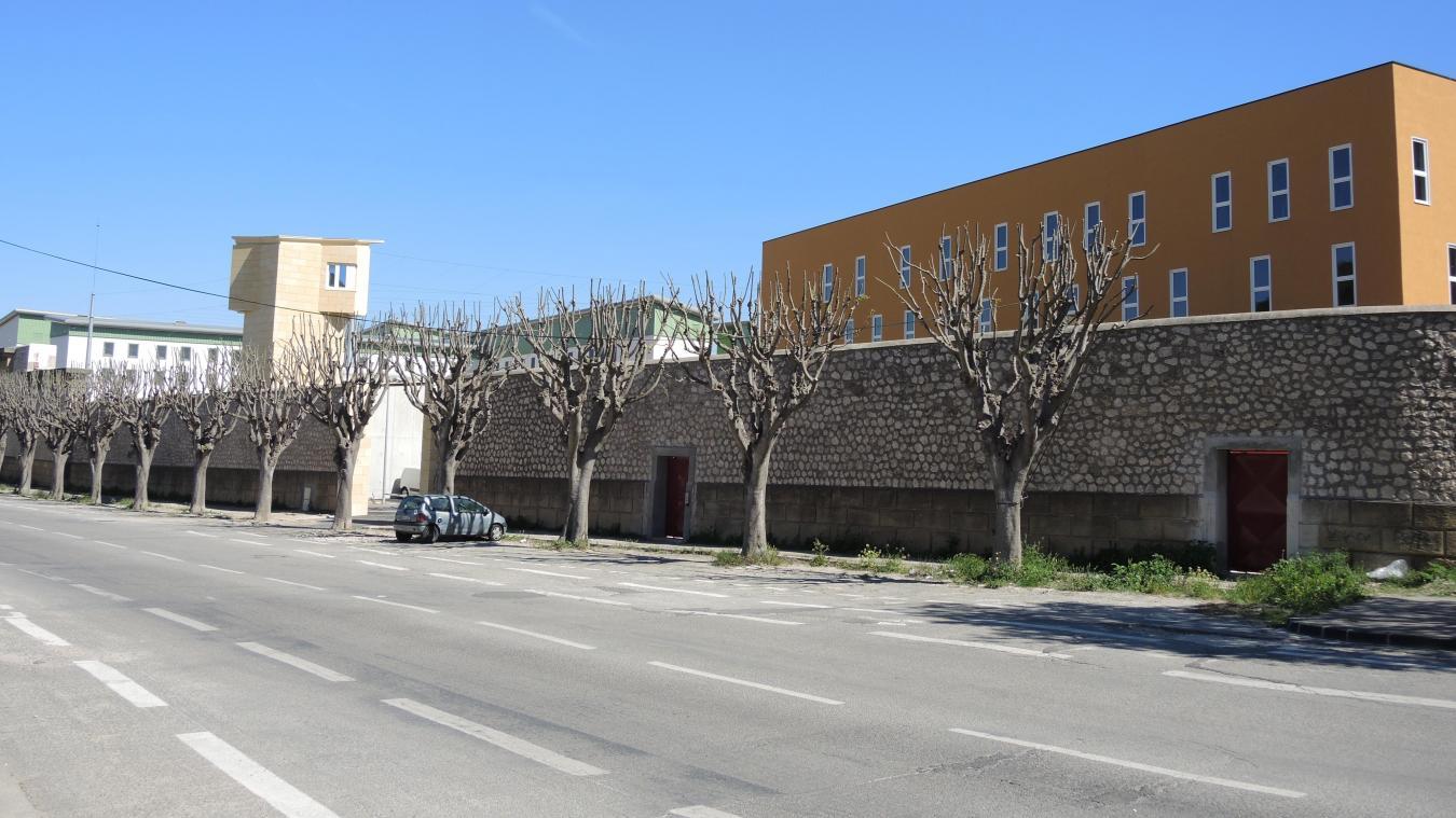 Depuis son arrestation en novembre 2016, le Grand-Synthois a été placé en détention provisoire à la prison des Baumettes, à Marseille.