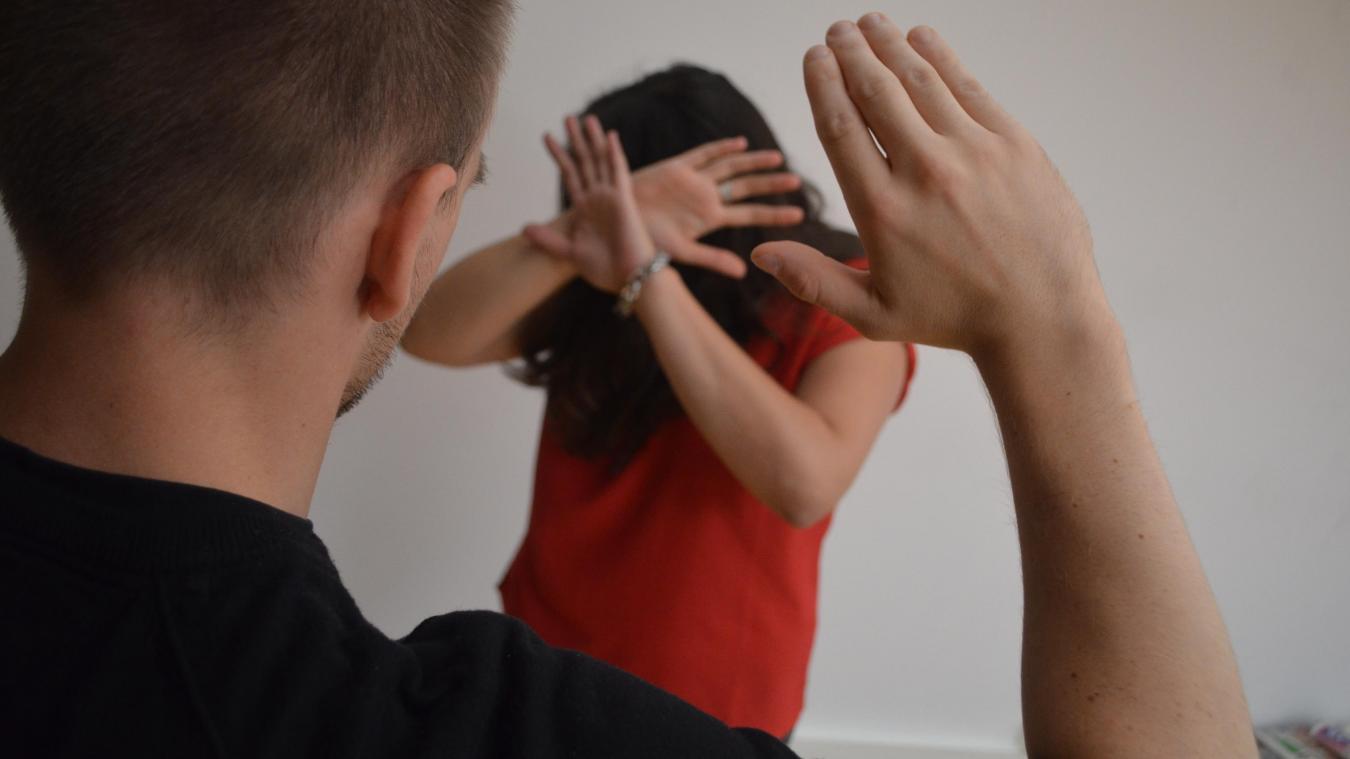 Les violences conjugales se caractérisent de plusieurs façons. Il peut être difficile d'en parler, mais il existe de nombreuses solutions pour s'en sortir.