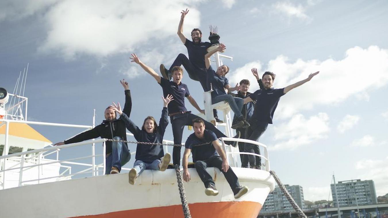 Une partie de l'équipe du Plastic Odyssey, navire transformé à Boulogne par la Socarenam et qui aspire à devenir le 'Calypso du plastique'