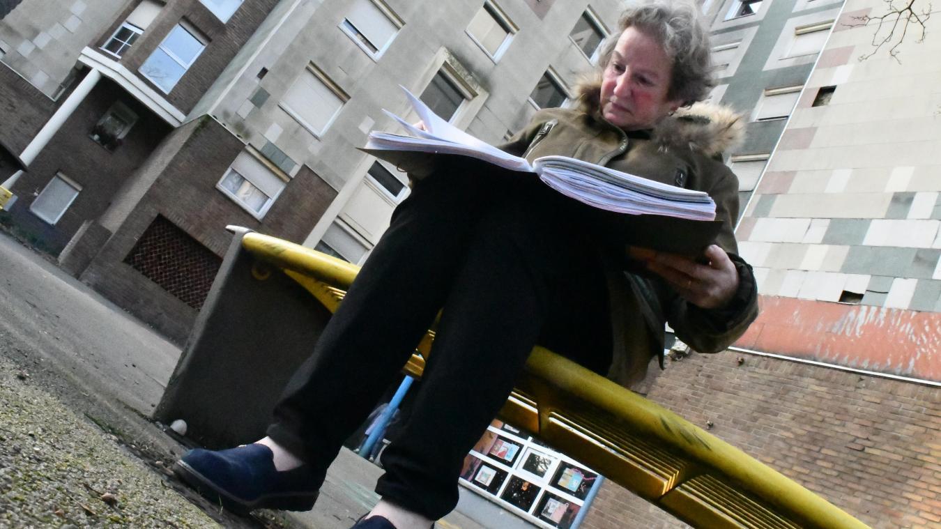 Thérèse Galliot, classeur orange sous le bras, entend continuer de s'asseoir sur les bancs de son quartier, et d'apprendre à connaître les nouveaux habitants.