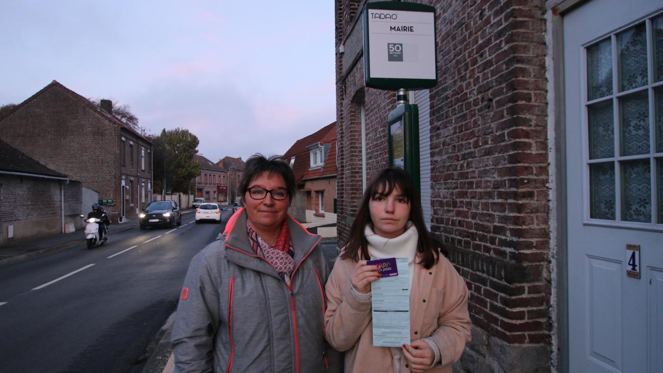 Julie Monceau prend le bus à l'arrêt Mairie. La collégienne est décrite par ses professeurs comme une élève discrète, polie et obéissante. Elle tient sa nouvelle carte, refaite par Tadao et le récépissé d'amende d'un montant de 200 euros.