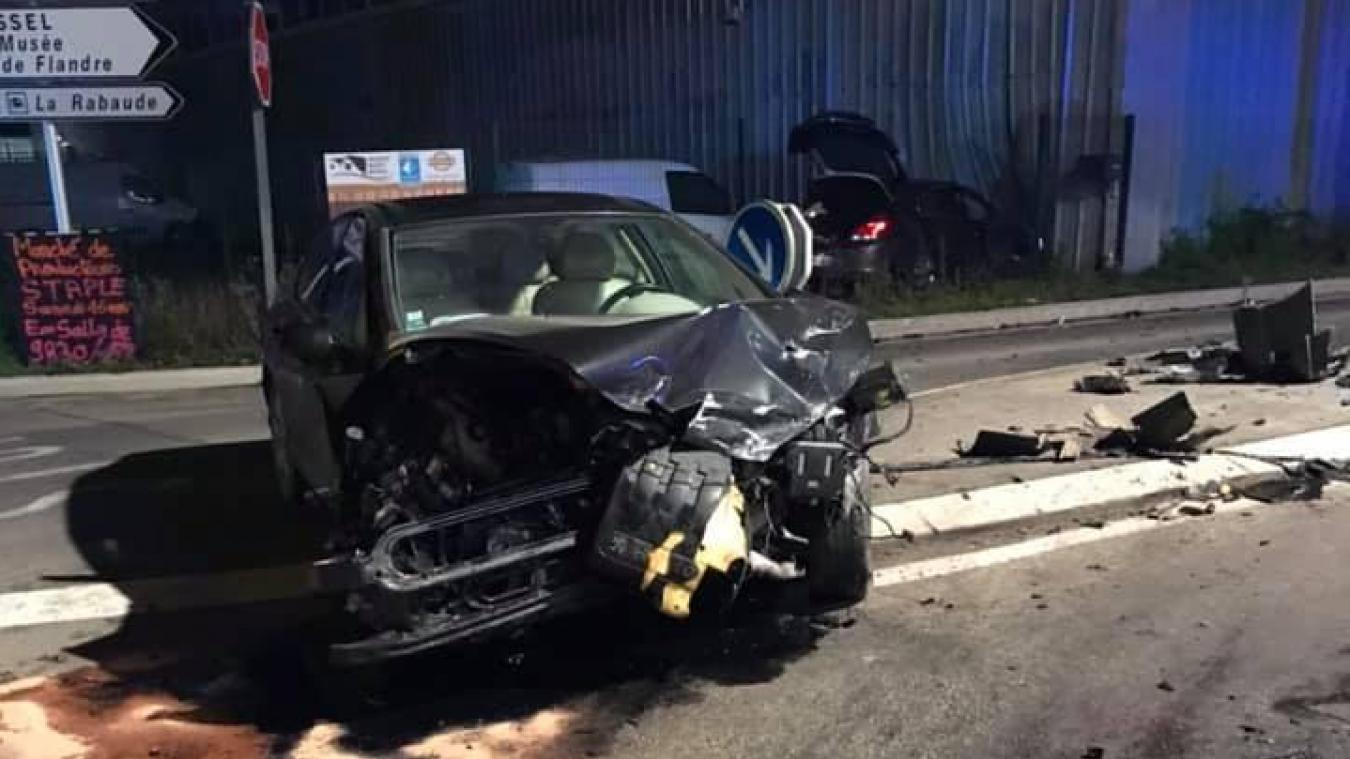 Deux véhicules sont impliqués dans un accident survenu vendredi 8 novembre à Hondeghem.