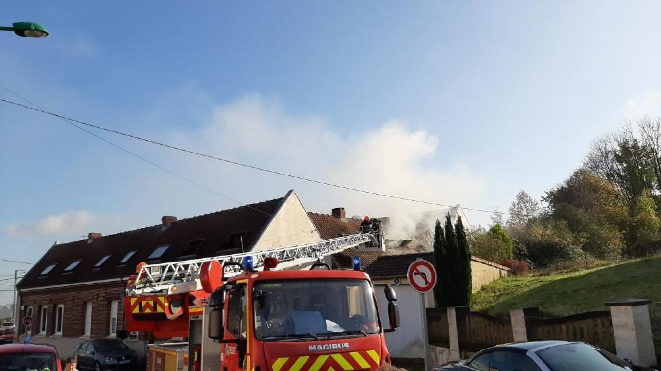 Camblain-Châtelain: Sept maisons évacuées après un incendie