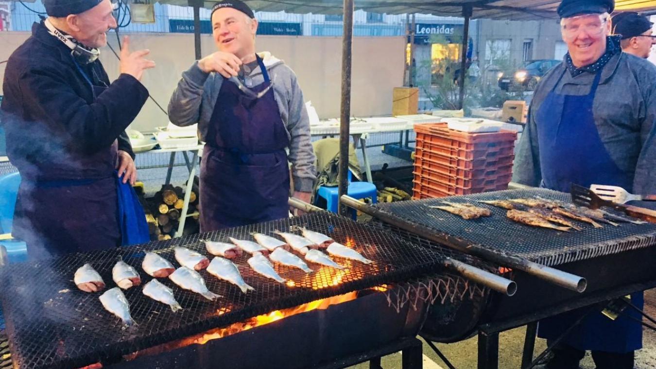 Ambiance hareng grillé sur le port d'Etaples depuis ce samedi. La fête se poursuit tout le week-end.