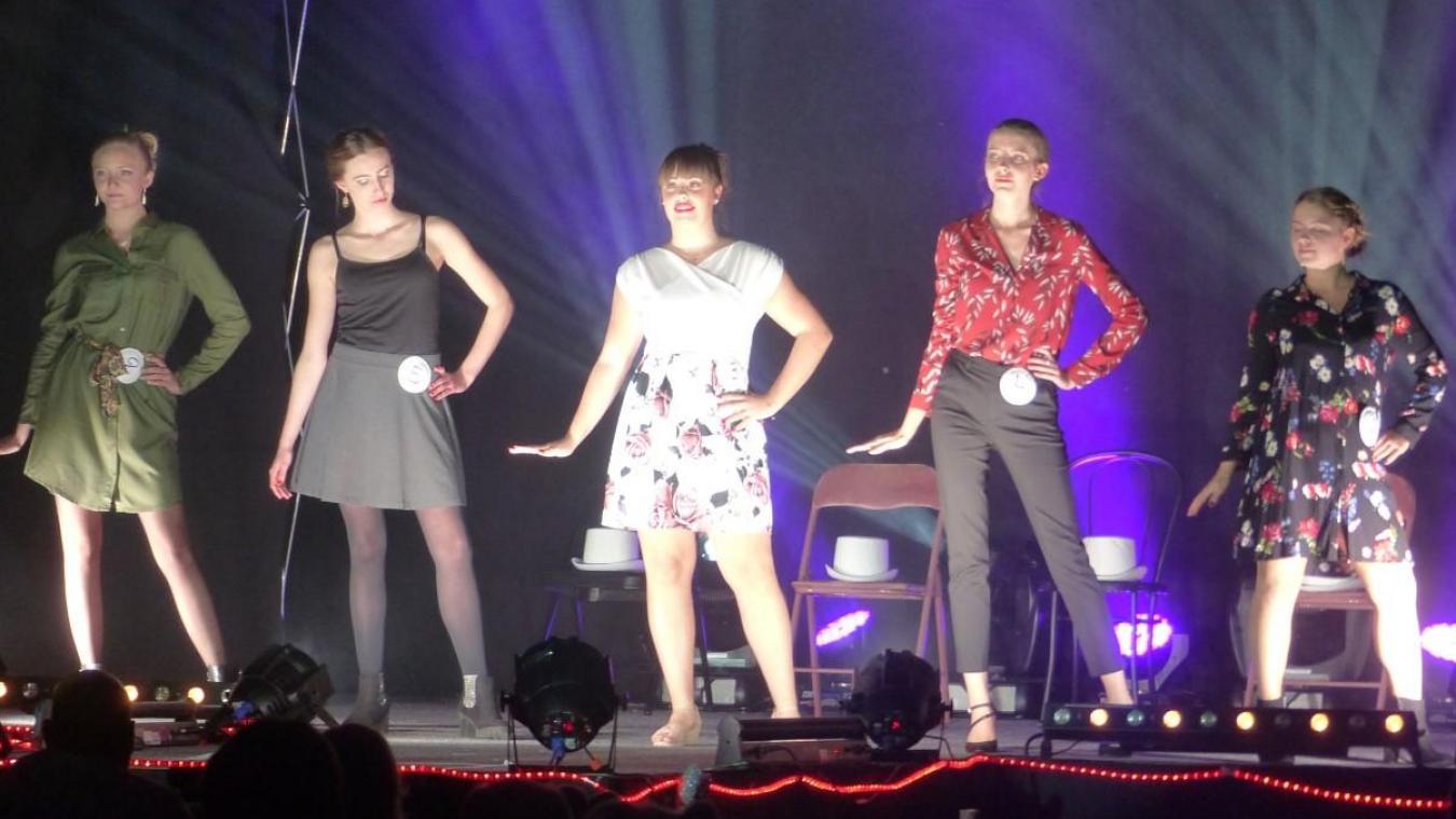 Première en partant de la gauche, Chloé Donze a été sacrée Miss Nieppe 2020.