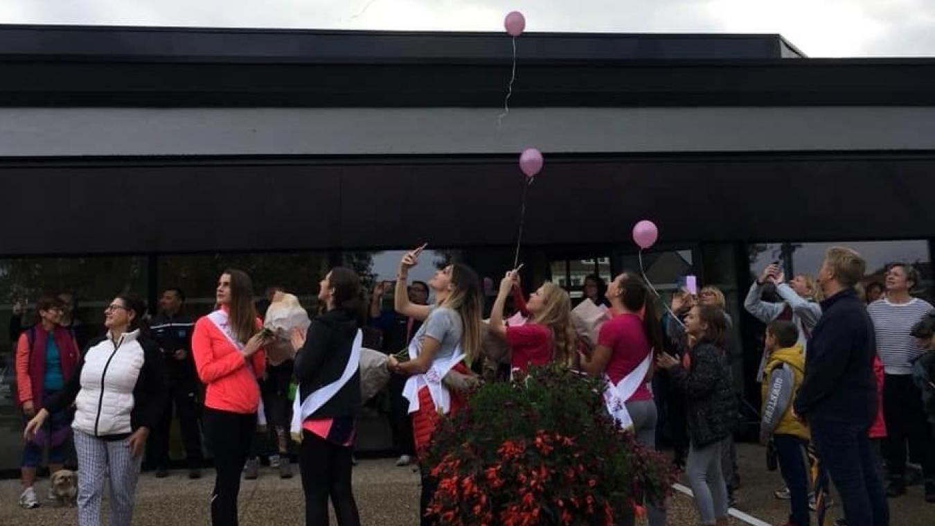 Lâcher de ballons dans le cadre d'Octobre rose. L'association d'Arnèke La vie en rose récolte des fonds tout au long de l'année pour participer à la lutte contre le cancer.
