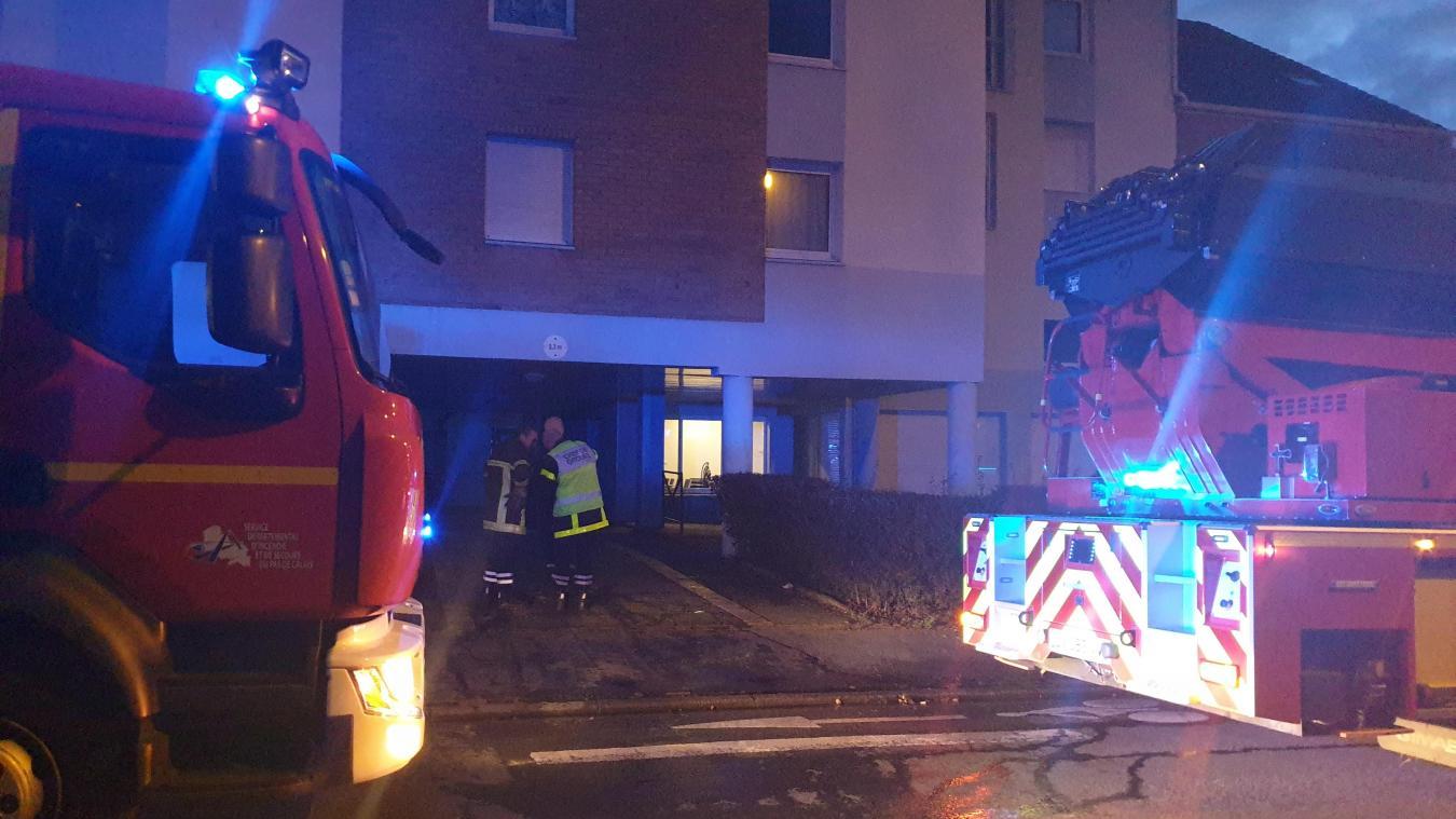 Arras: 23 personnes évacuées après un violent feu d'appartement