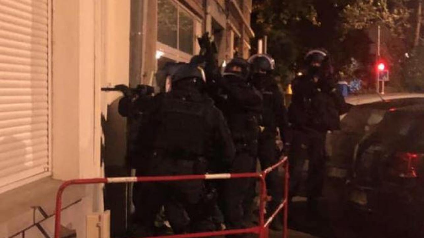 Une quarantaine de gendarmes de la compagnie de Dunkerque – Hoymille, avec l'appui des équipes cynophiles de Boulogne-sur-Mer et de Lesquin, a mené une série d'interpellations. (Photo gendarmerie de Dunkerque - Hoymille)