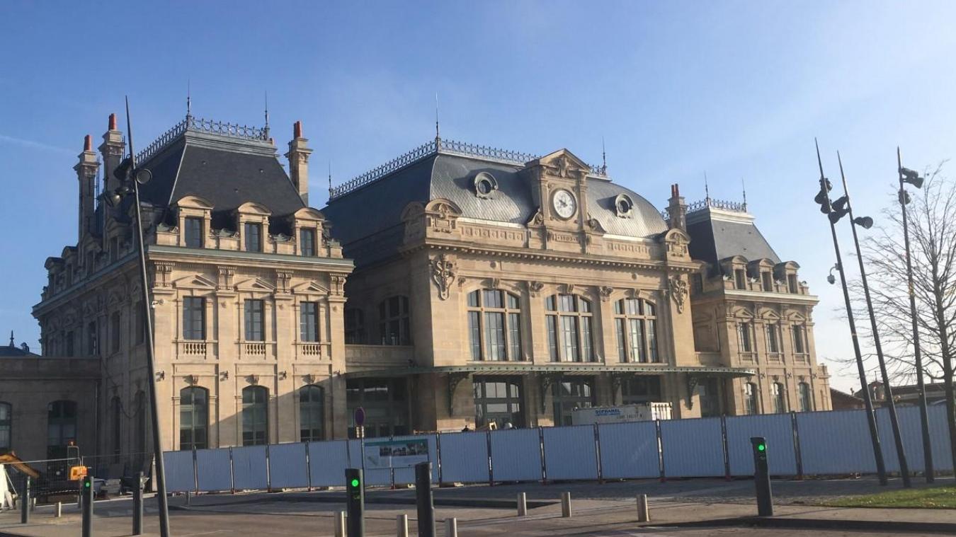 Place du 8-Mai à Saint-Omer, les derniers engins de chantier quittent la Station pour un grand week-end festif orchestré du 15 au 18 novembre.
