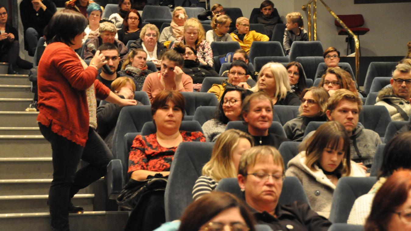 La psychologue Maïté Duvivier a animé le débat de la soirée du mardi 12 novembre, ouvert à tous.