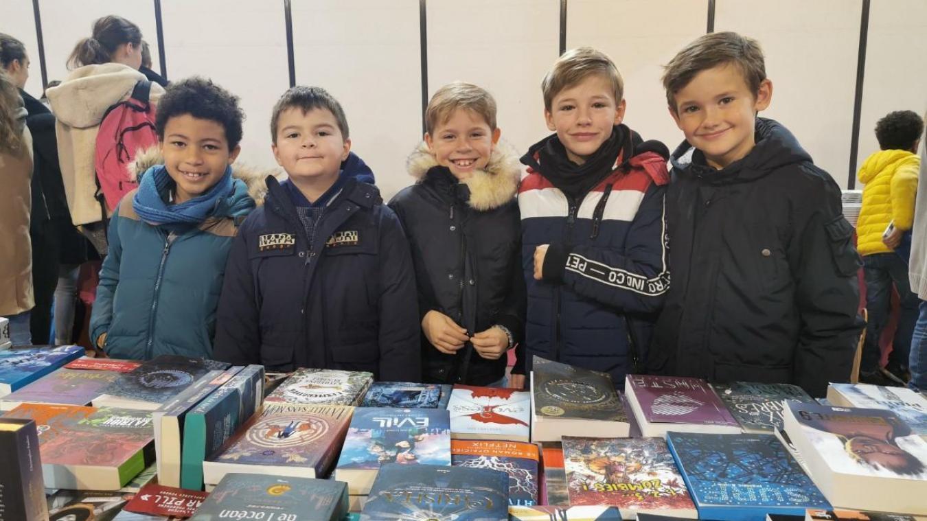 Dès ce vendredi matin 15 novembre, de nombreux scolaires ont investi les allées du Salon du livre du Touquet.
