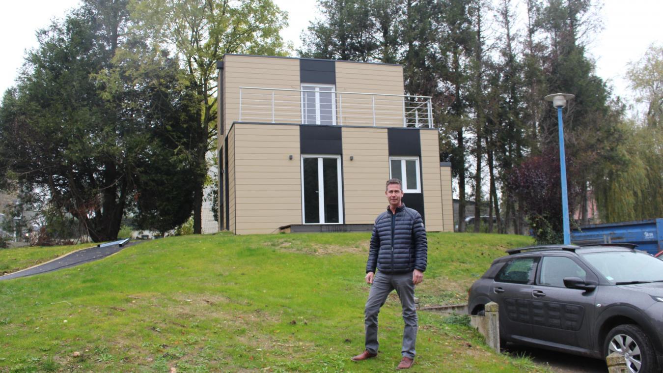Divion Il Construit Des Maisons En Conteneurs Maritimes