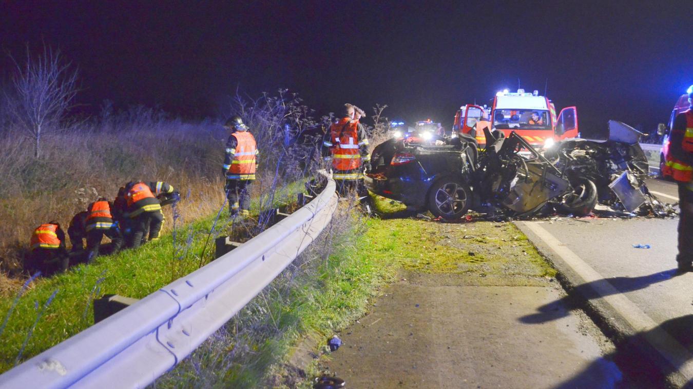 Une quarantaine de pompiers, secouristes et forces de l'ordre sont intervenus sur cet accident mortel qui a causé la mort de Caroline, 36 ans, mère de famille et habitante de Borre, près d'Hazebrouck.
