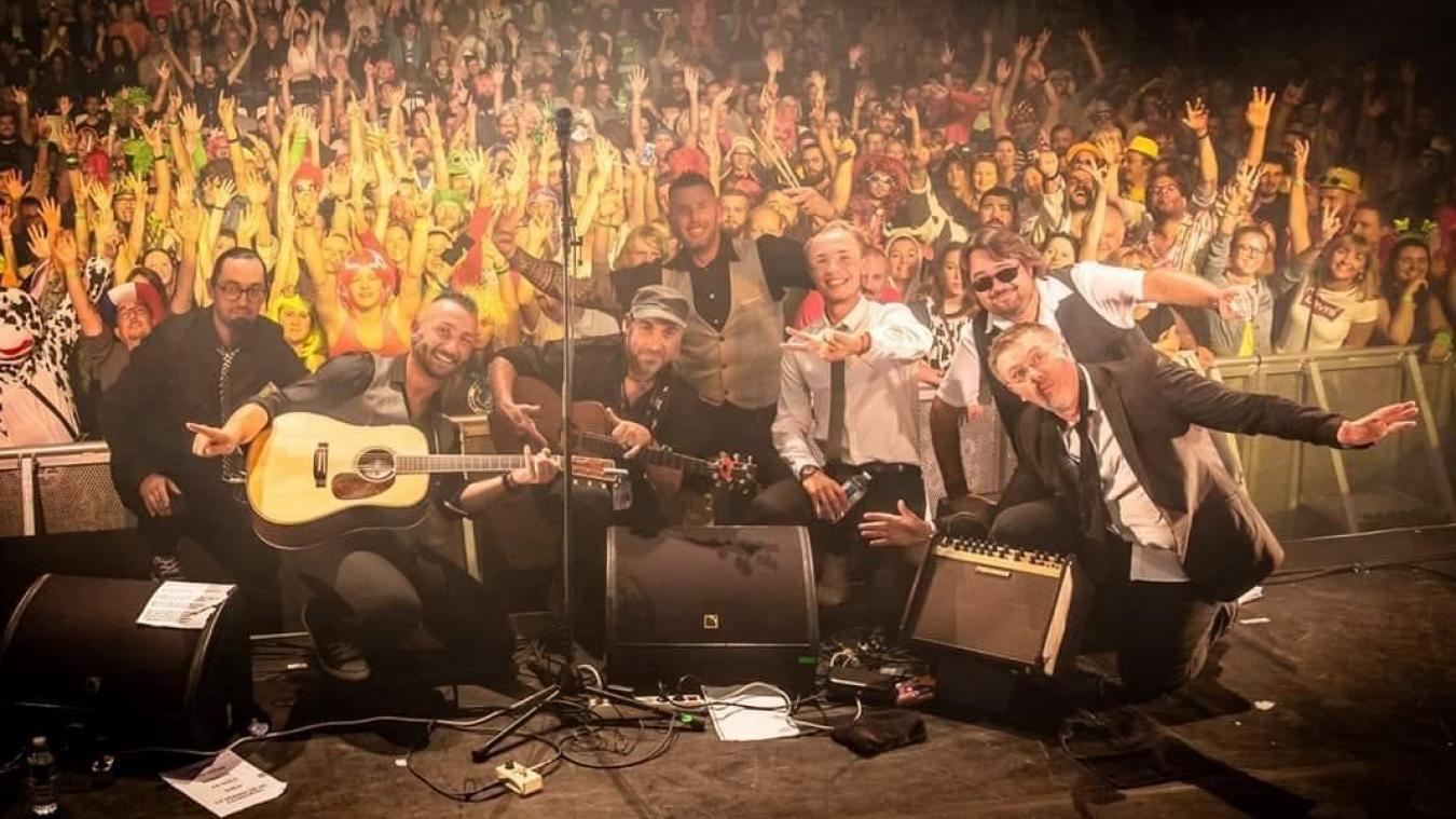 Le style musical de Y.O.L.O. s'oriente vers des sonorités énergiques, cuivrées avec une forte interaction avec le public. Photo STF Darmon.