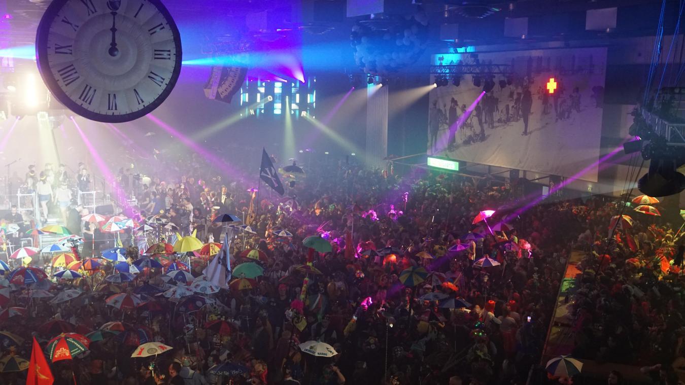 Près de 10 000 masquelours se sont donné rendez-vous pour le bal organisé par l'association des Quat'z'arts.