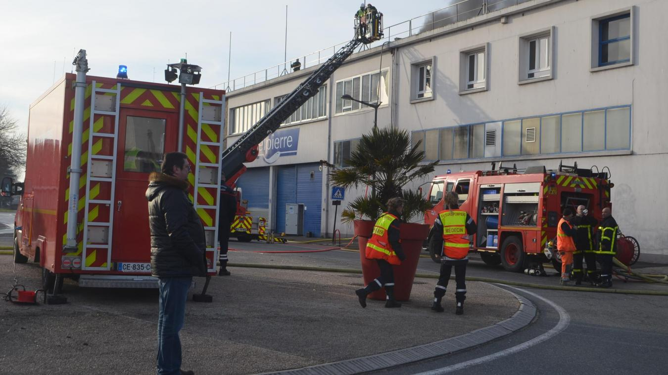 Le 13 février 2019, un incendie se déclarait à l'usine Delpierre, dans un local de stockage d'emballages en plastique et en carton. Une soixantaine d'employés était évacuée, une dizaine à l'aide de l'échelle pivotante des pompiers.