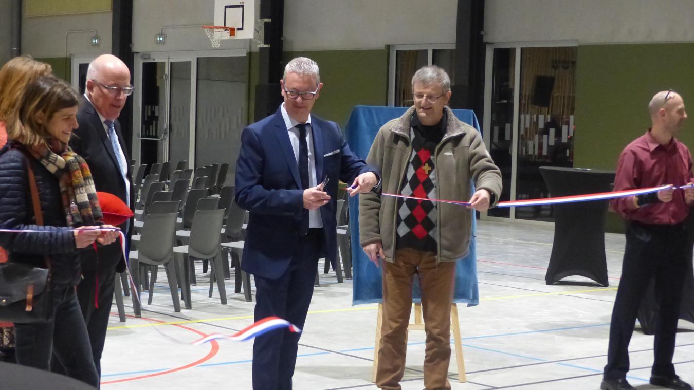 Christophe Maës et le Père Daniel Federspiel sont venus inaugurer l'espace Dominique Savio, nouvelle salle de sports du lycée Sainte-Marie de Bailleul.