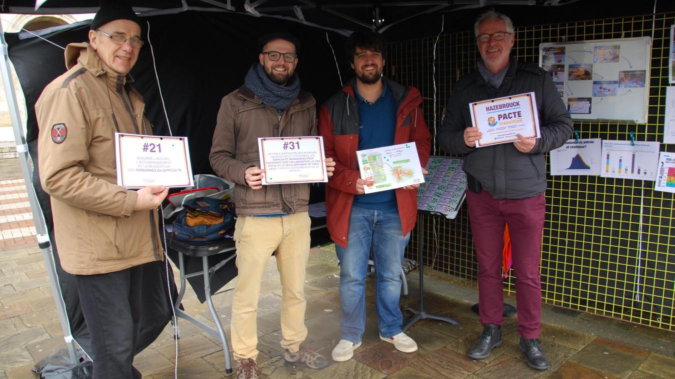 Les membres du collectif sont présents tous les dimanches matins sur le marché d'Hazebrouck.