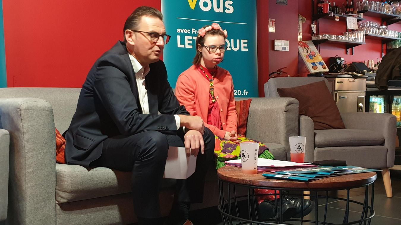 À Arras, le maire présente Éléonore Laloux, une colistière trisomique