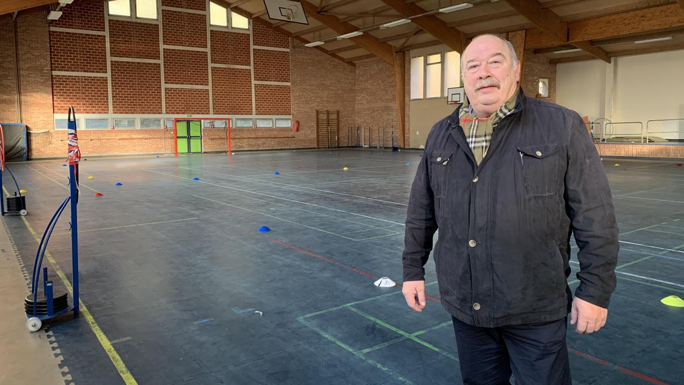 L'adjoint aux fêtes de Cassel, Dominique Joly, annonce déjà la couleur  : le mandat devra être consacré aux travaux, comme ici à la salle des sports.