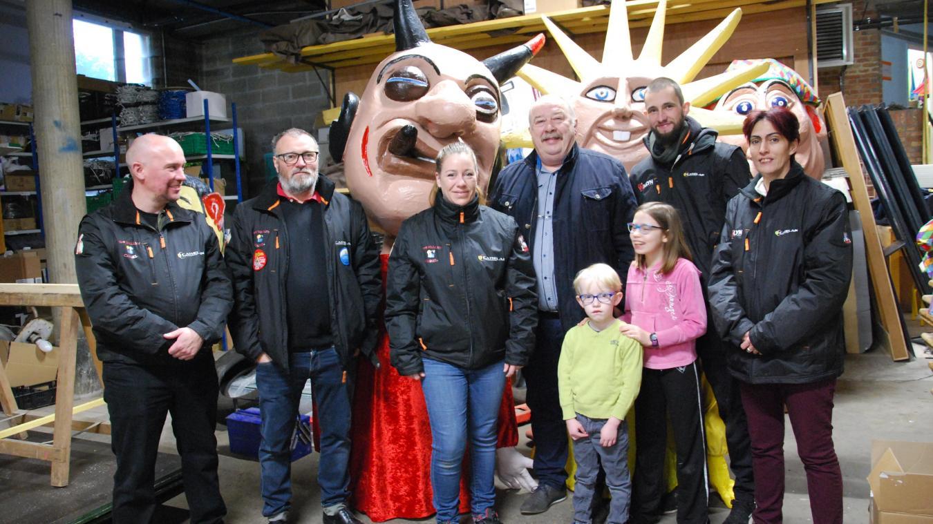 Ils sont six bénévoles à s'occuper de la rénovation des grosses têtes : Tony Bécue, Joanne Provo, Valérie Mille, Teddy Ramoleux, Rémi et David Fioen.