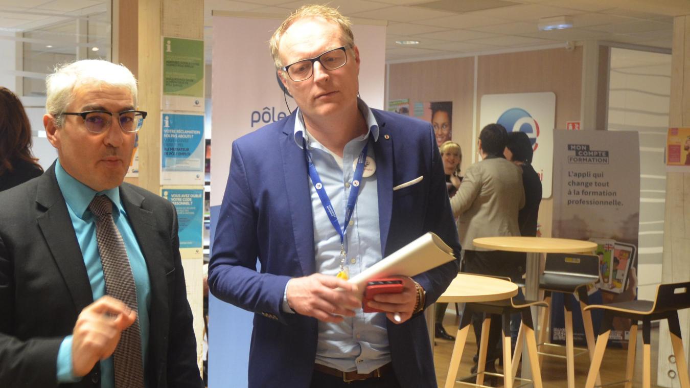 Didier Thomas, directeur territorial de Pôle Emploi a présenté les chiffres 2019 à l'agence de Longuenesse. À droite son directeur, Cyrille Rommelaere.