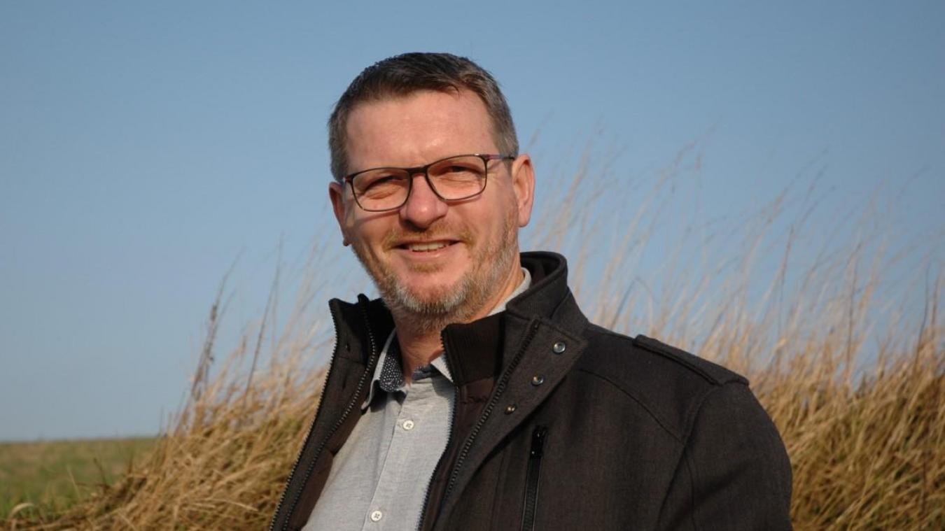 Dominique Gallet, âgé de 48 ans, marié et père d'un enfant, a constitué une liste d'opposition face au maire sortant Patrick Bernard pour les prochaines élections municipales.