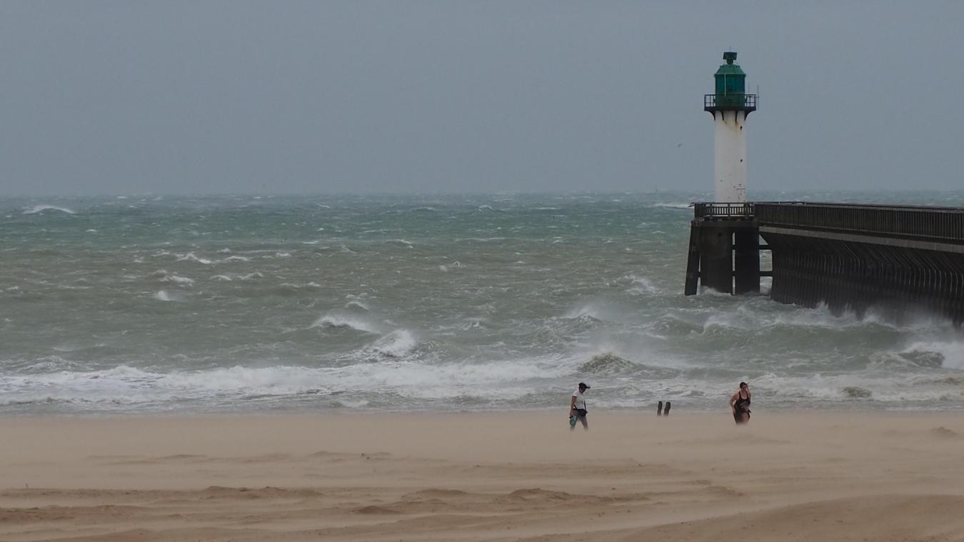 La tempête Ciara s'installe à Calais (vidéos)