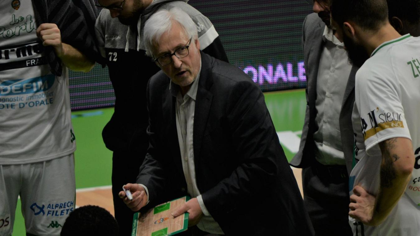 Christian Monschau, à la tête de l'ESSM, a connu la défaite pour sa première contre Cholet (71-78).