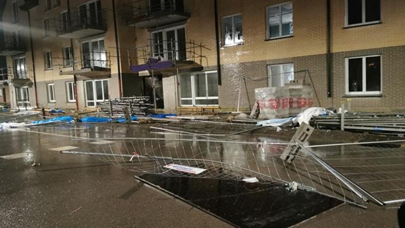 Rue Guy Forget, à Hazebrouck, le vent a causé des dégâts sur un chantier.