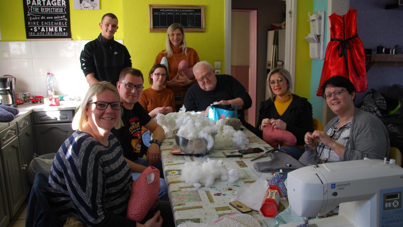 Les bénévoles de Bouge Toi ont déjà entamé la confection des coussins.