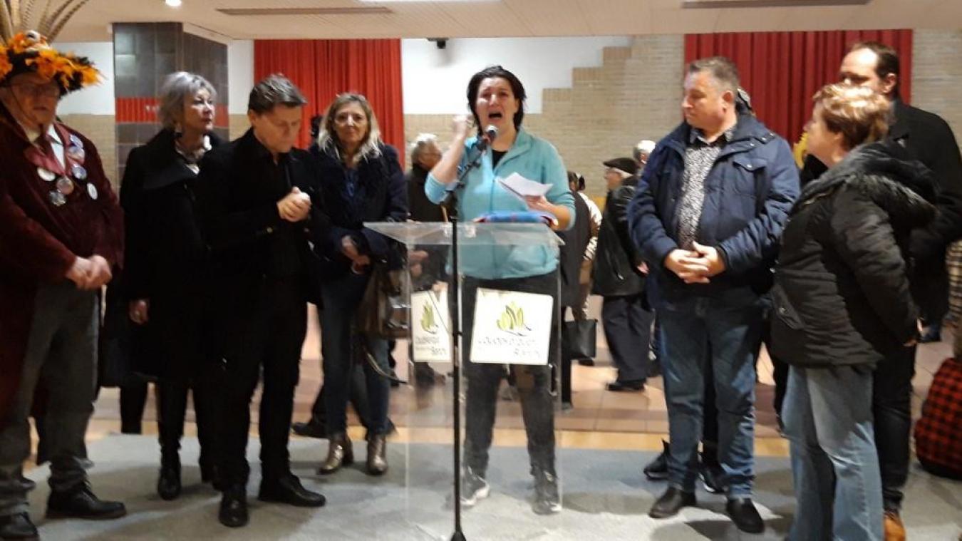 Vendredi 7 février, Sandra a lancé un appel aux dons auprès des carnavaleux présents à l'espace Jean-Vilar, pour la présentation du carnaval de Coudekerque-Branche.