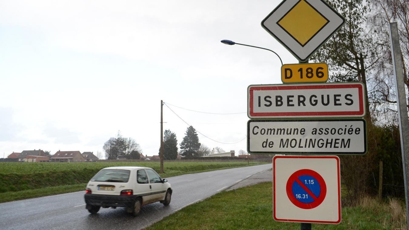 Molinghem est avec Berguette l'une des deux communes associées d'Isbergues depuis la fusion de 1996.