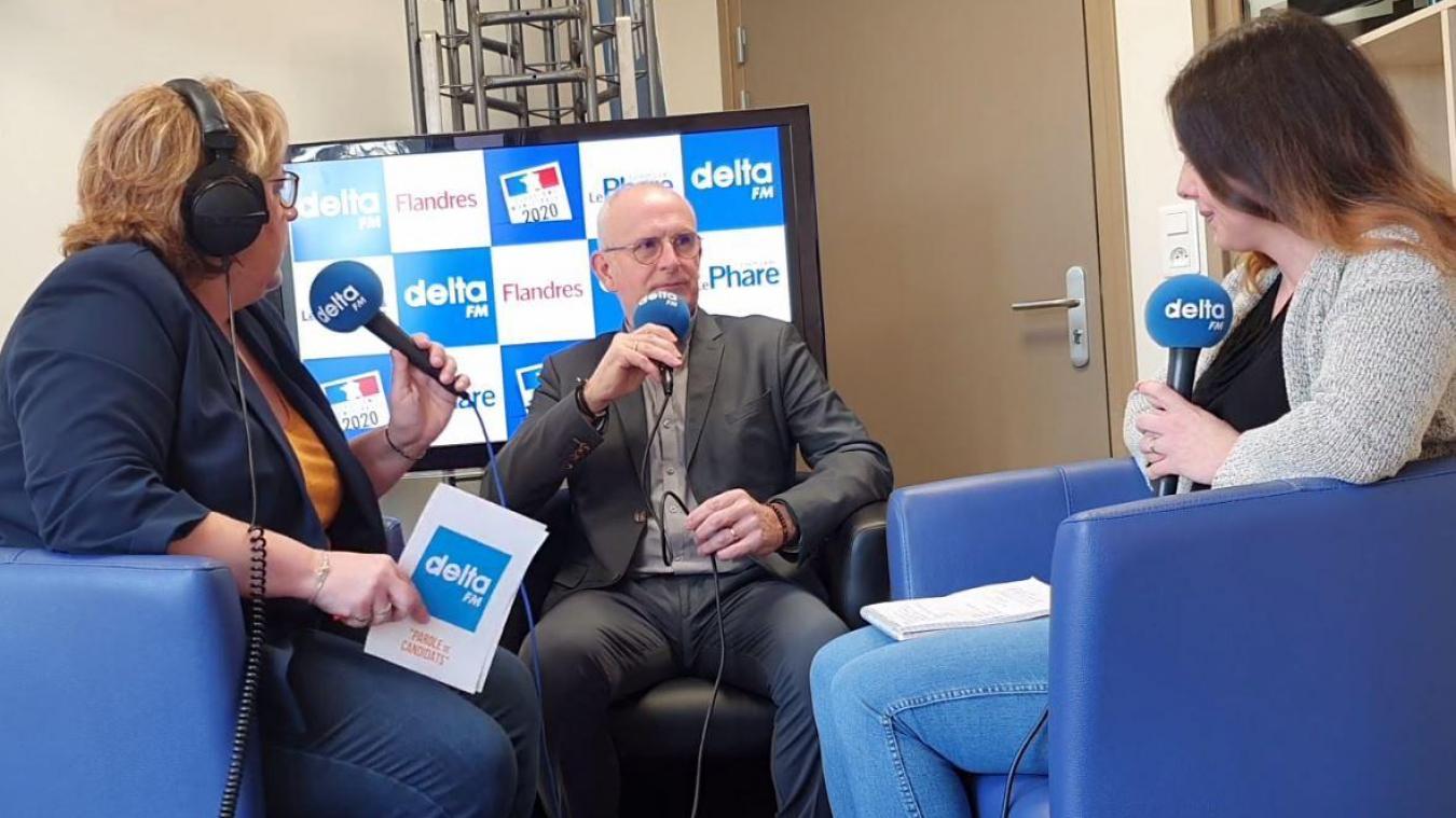 Éric Gens a présenté son programme et a répondu aux questions des journalistes du Journal des Flandres et de Delta FM.