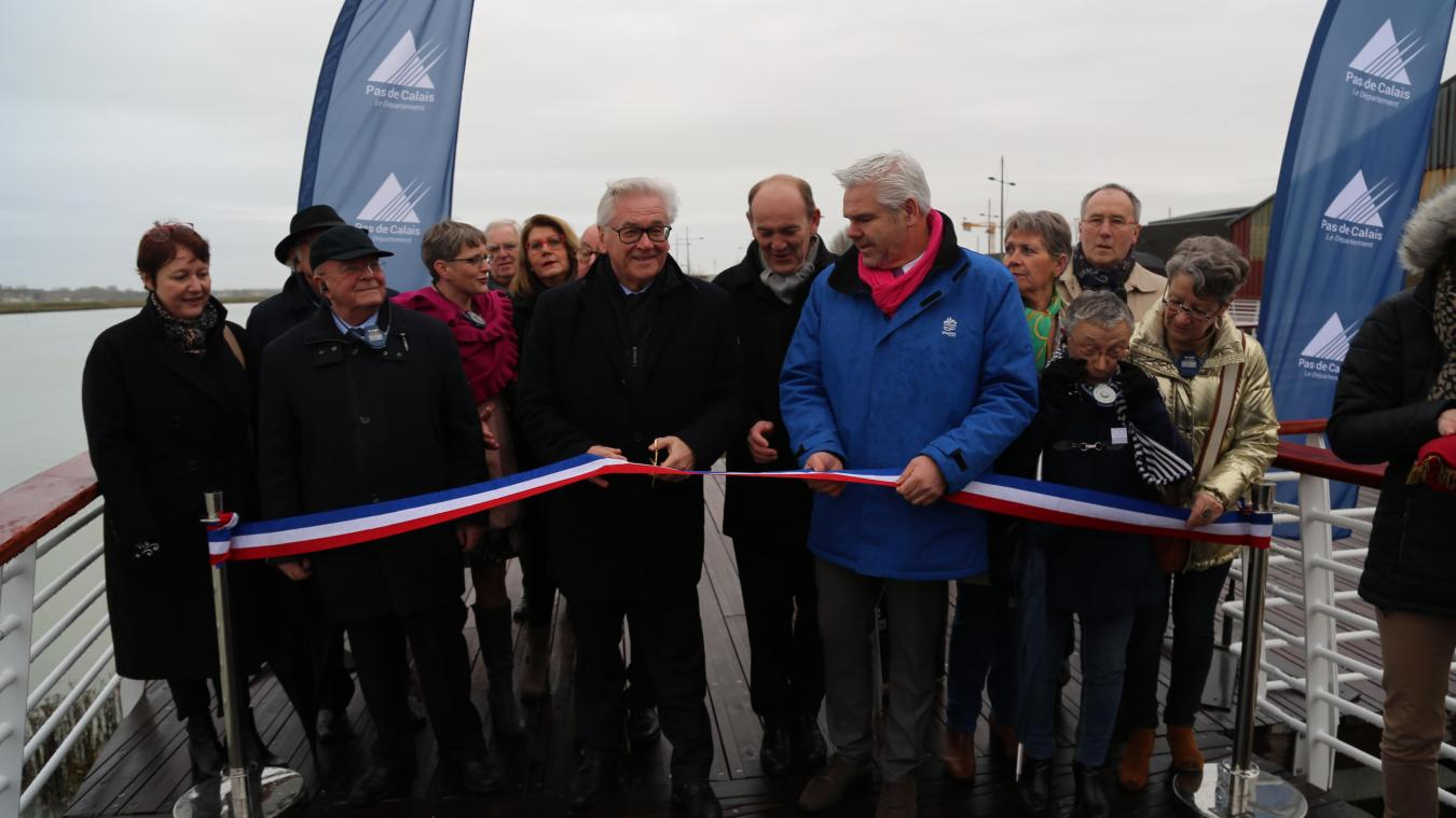 C'est à Jean-Claude Leroy, président du Département du Pas-de-Calais, qu'est revenu le privilège de couper le ruban inaugural de cette flambant neuve balade sur pilotis.