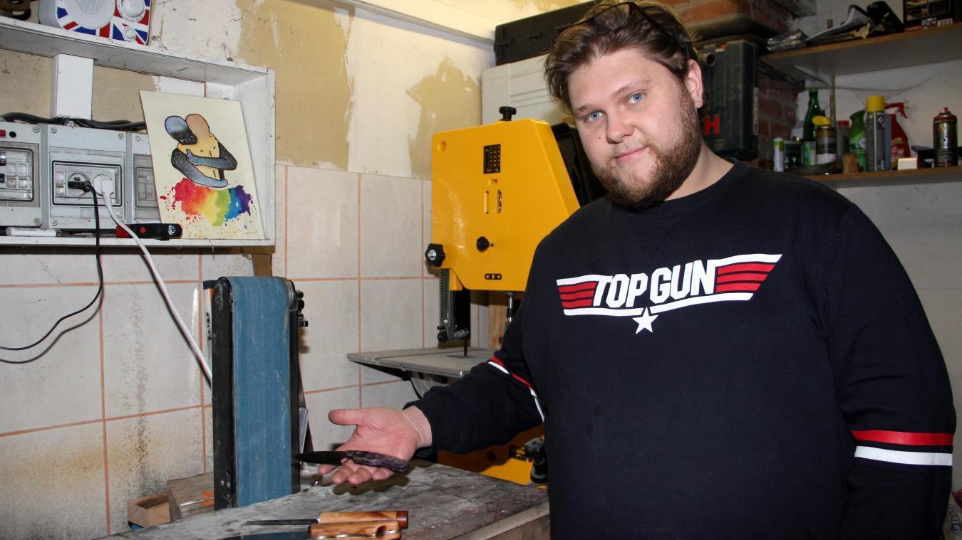 Passionné de couteaux et de cuisine, Rémi Verwaerde s'est lancé dans la coutellerie.