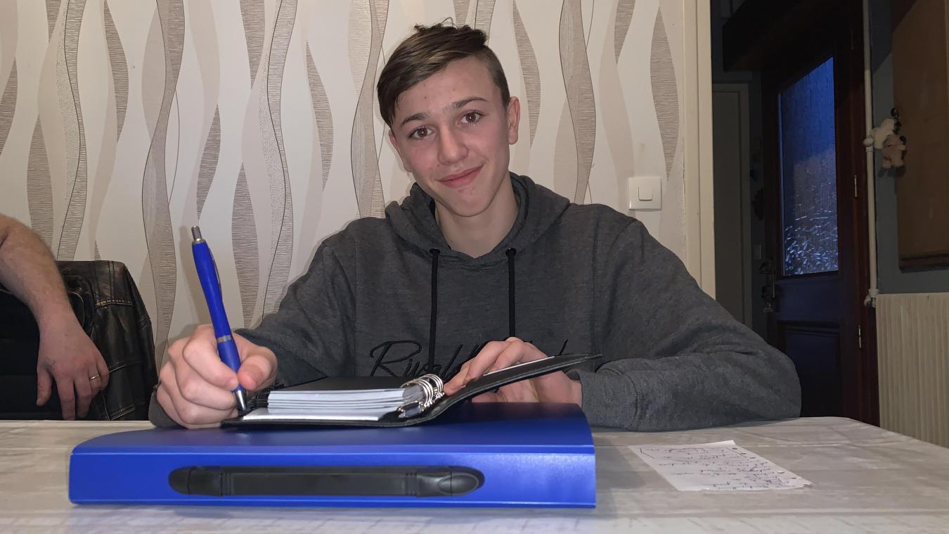 Eros n'a que 16 ans mais il a déjà créé son entreprise de services à la personne. Un moyen de tuer l'ennuie tout en se rendant utile pour sa commune