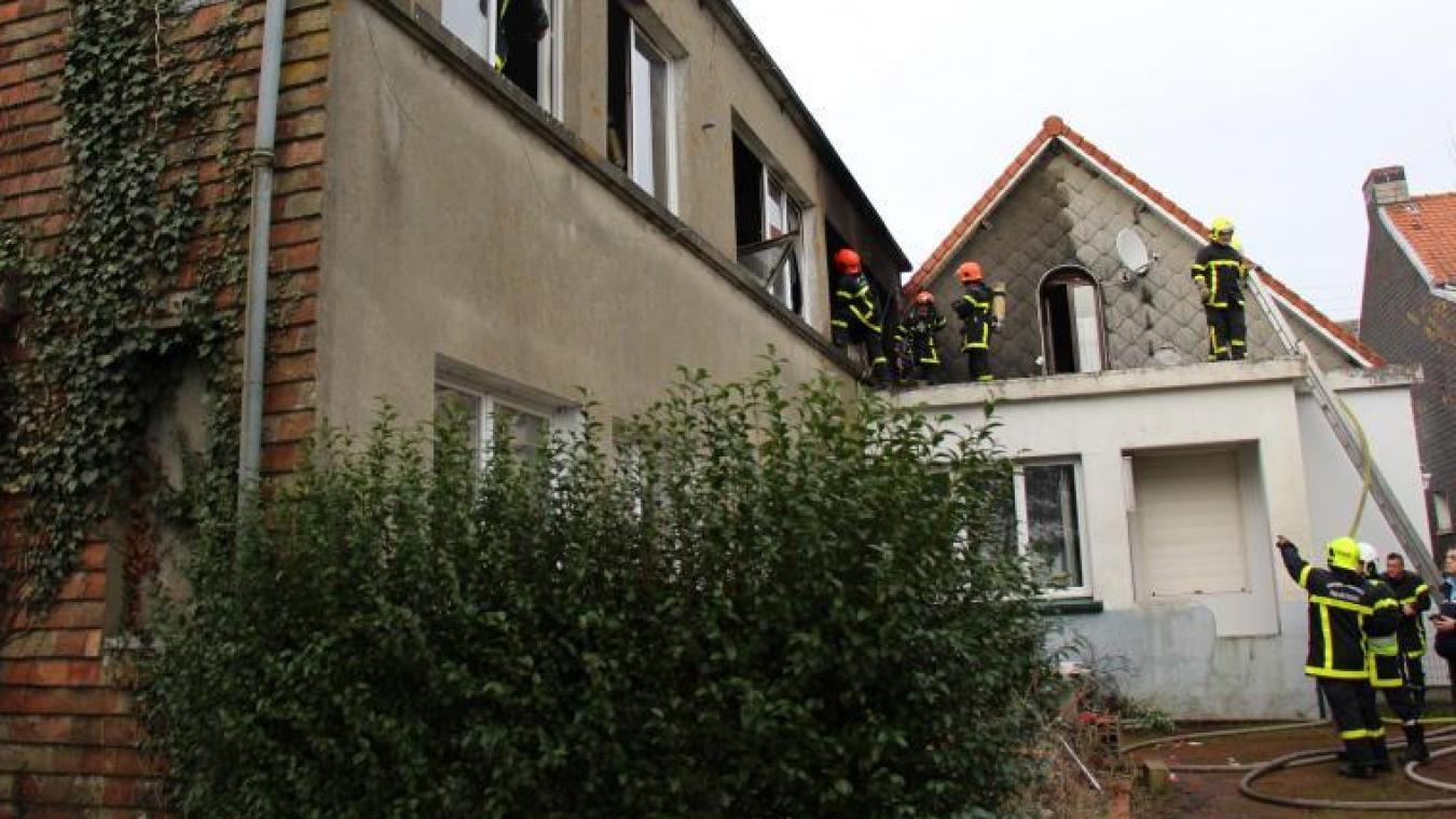 Deux casernes, 16 pompiers ont été appelé à intervenir sur les lieux de l'incendie pour éviter tout risque de propagation et maîtriser l'incendie.