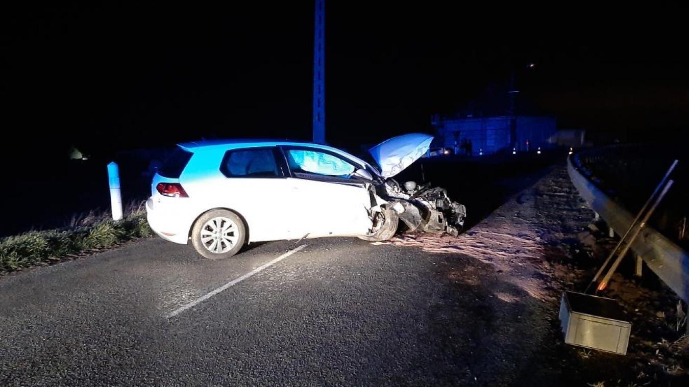 Le conducteur a été transporté au centre hospitalier de Calais.
