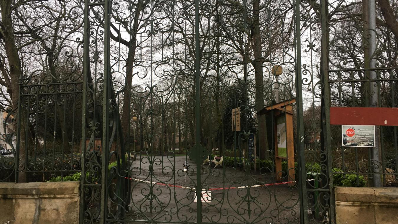Les parcs sont fermés à Calais ce dimanche.