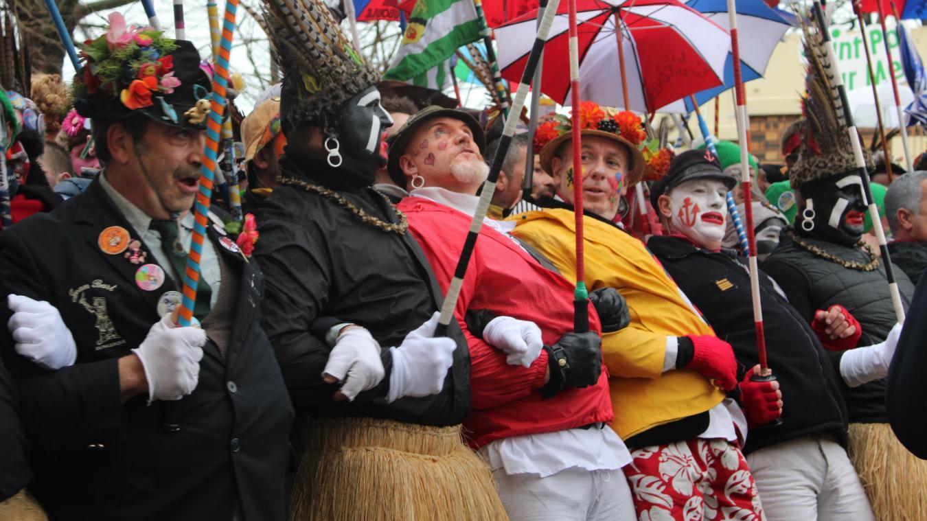 Pendant les chahuts, les carnavaleux glissaient un petit regard en direction du ciel...