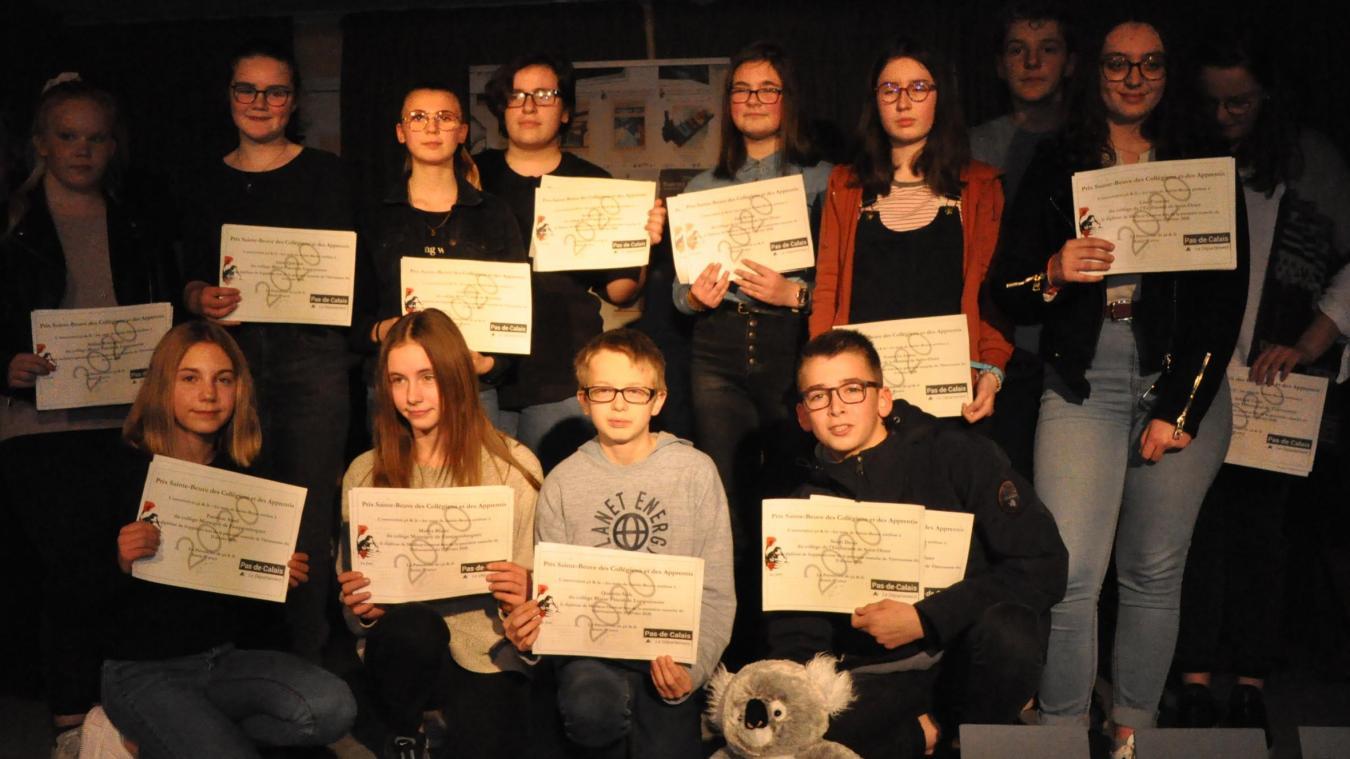 Les collégiens ont été récompensés pour leur prestation orale.
