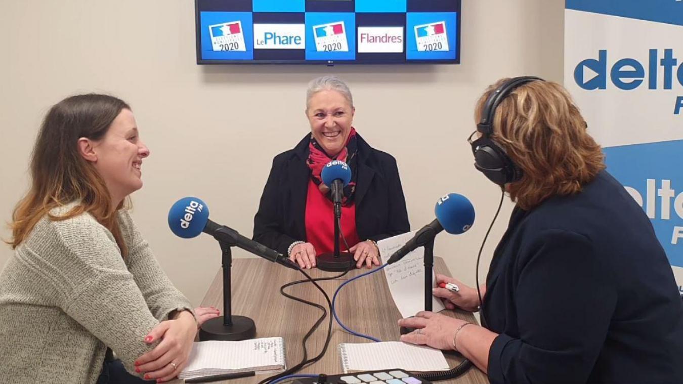 Nathalie Bertout-Ryckelynck au micro de Delta FM et du Journal des Flandres.