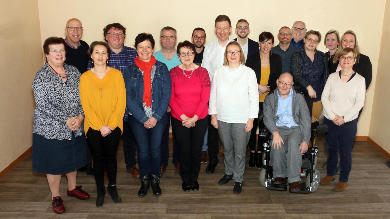Jeannie Sergent (au centre en rouge) conduit la liste issue de la majorité sortante.