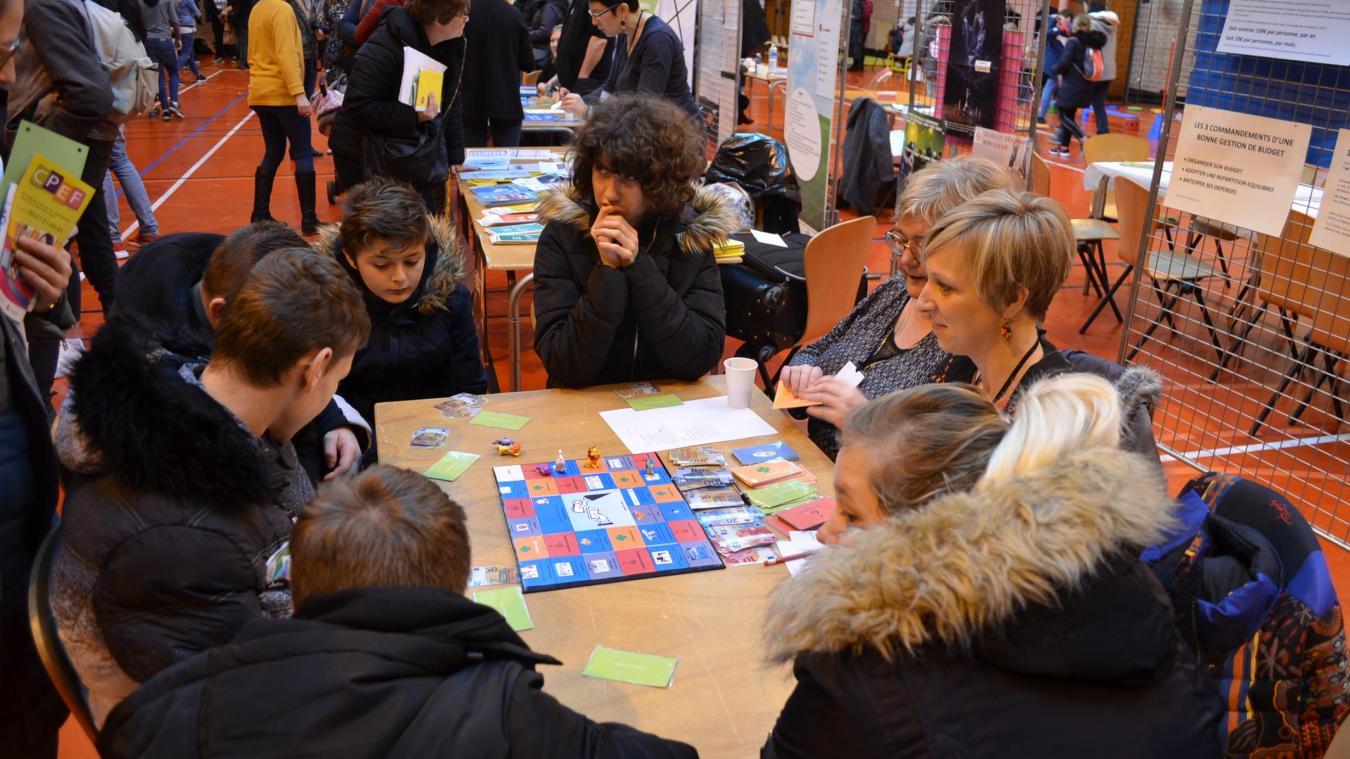 Plusieurs groupes de collégiens et de lycéens ont découvert le jeu imaginé par le CCAS d'Isbergues lors du forum « Santé vous bien », organisé le 4 février dernier.