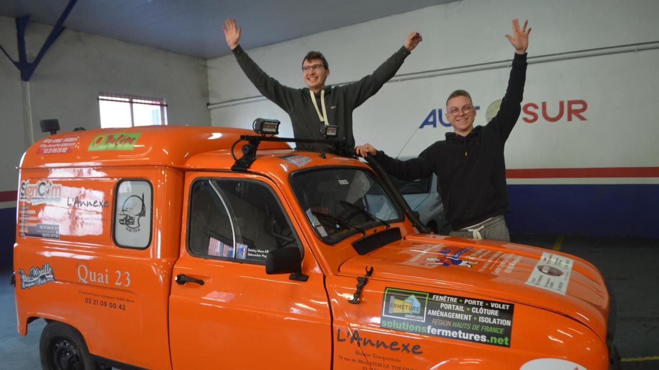 Les deux jeunes étudiants berckois, Hugo Debroucker et Maxo Delcloy, viennent de partir pour le désert marocain.