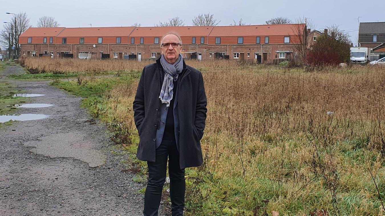 Jean-Marc Tellier devant l'espace qui accueillera l'extension de la maison de retraite.
