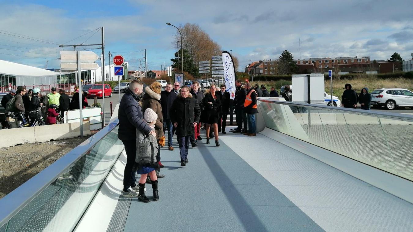Les premiers piétons et cyclistes ont foulé le sol de la passerelle Mollien dès son inauguration le 12 février.